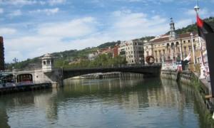 Ría Nervión a su paso por el ayuntamiento