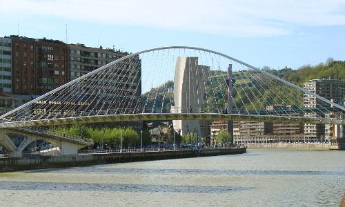 Ría a su paso por el puente Calatrava